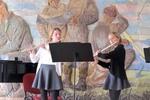 Playful flute: Jana Komárková a Barbora Bujáková - flétny, vyučující Andrea Pavlušová. Parašutisté kontrolují správnou interpretaci skladby Three for Two Jamese Raeho.
