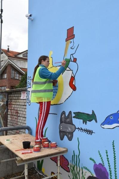 Žáci výtvarného oboru malovali na zeď u Moravy